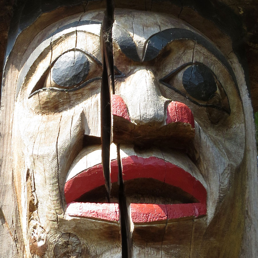 Cowichan pole detail, Quw'utsun' Cultural Centre, Duncan, BC. Photo by Andrée Fredette