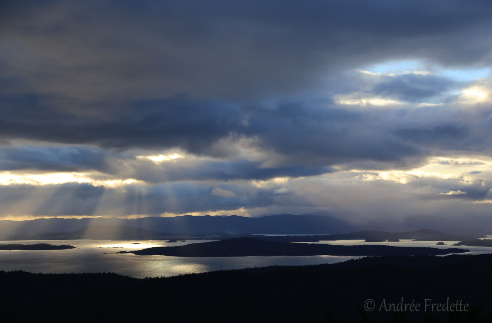 Sunset blues over the Southern Gulf Islands. Photo by Andrée Fredette