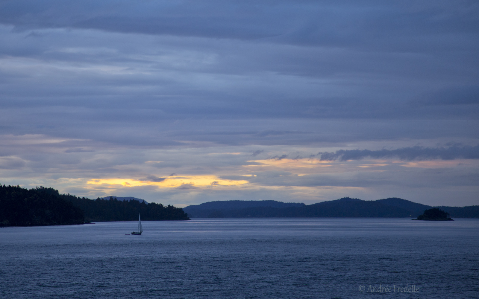 Evening sail, by Salt Spring Island, British Columbia. Photo by Andrée Fredette